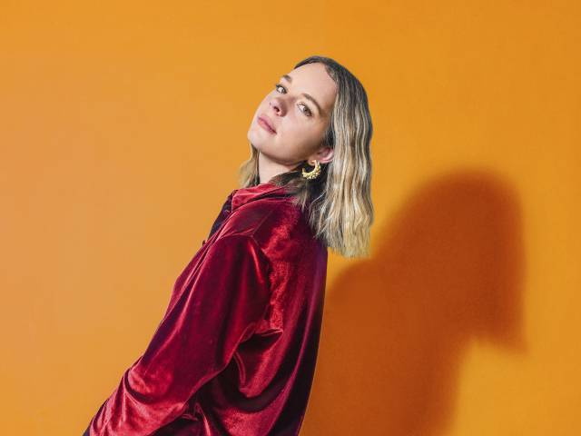 Essie Holt Wanna Stay Up With You Interview