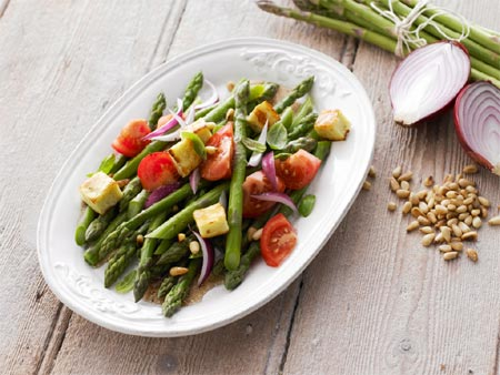 Asparagus, Tomatoes and Haloumi Salad