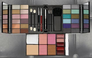 Australis Make-up Kits Perfect for Mother's Day