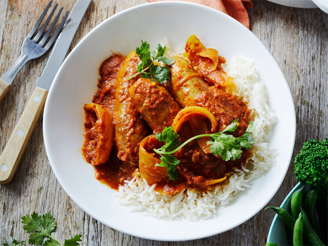 Beef Sausages in Onion Curry