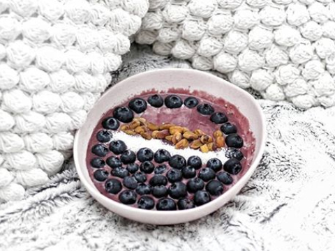 Food Fitness Fashion's Blueberry and Coconut Protein Bowl