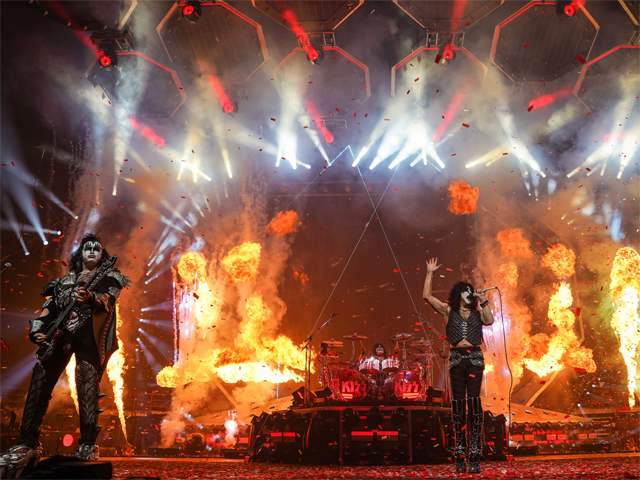 Kiss Kicks Off End Of The Road World Tour
