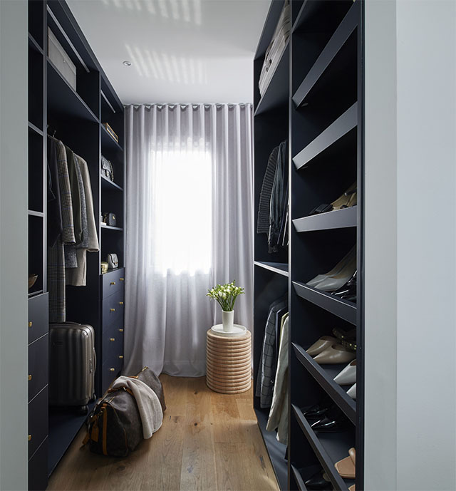 A Wardrobe that Sets the Scene