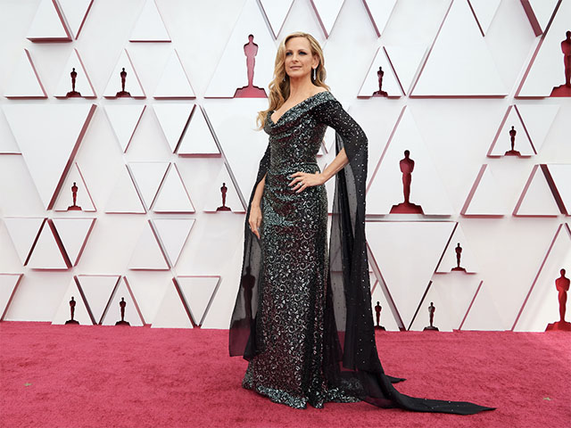 Marlee Matlin represented Suzy Amis Cameron's Red Carpet Green Dress
