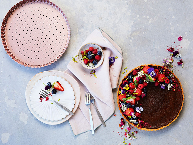 Wiltshire Rose-Gold Bakeware