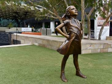 Fearless Girl Lands in Federation Square
